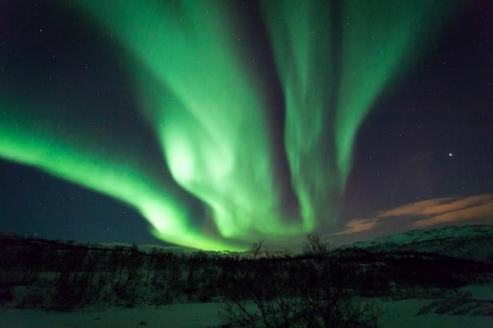 northern_lights_-_aurora_borealis_norway_ringvassoya_tromso