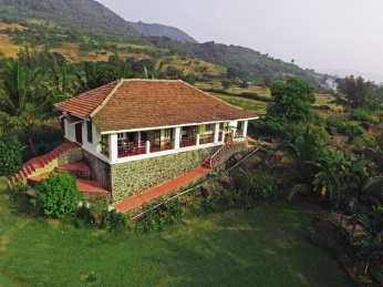 Salt Rim, gorgeous beachfront villa at Alibaug